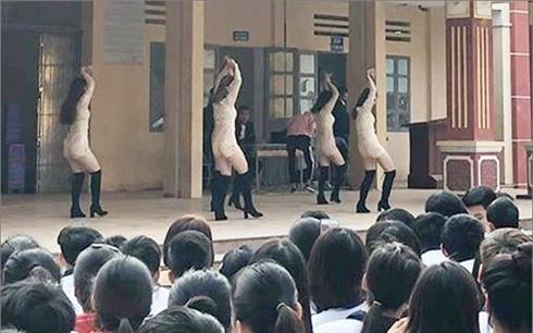 Vụ 5 nữ sinh biểu diễn phản cảm: Nhà trường mong dư luận thông cảm!