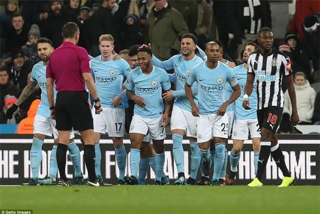 Man City nối dài chuỗi thắng, bỏ xa Man Utd 15 điểm - Ảnh 3.