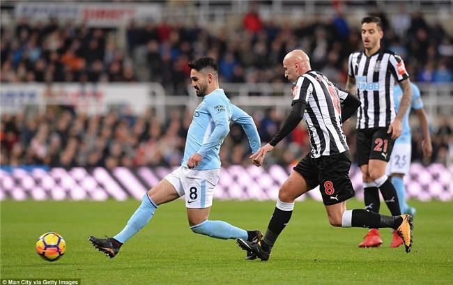 Man City nối dài chuỗi thắng, bỏ xa Man Utd 15 điểm - Ảnh 6.
