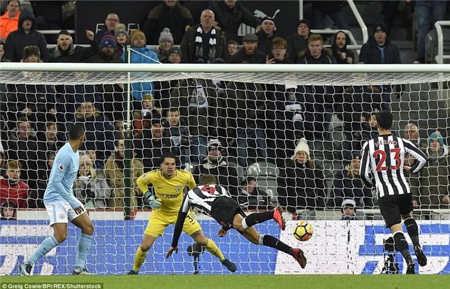 Man City nối dài chuỗi thắng, bỏ xa Man Utd 15 điểm - Ảnh 9.