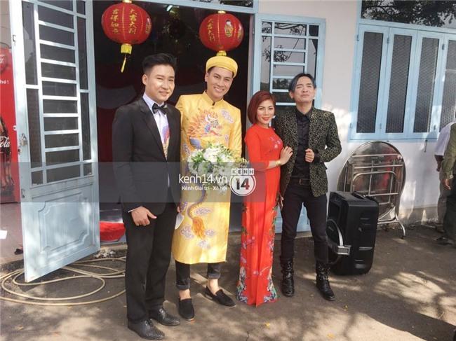 Cô dâu Lâm Khánh Chi diện áo dài long phụng quét đất về nhà chồng - Ảnh 11.