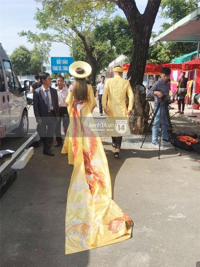 Cô dâu Lâm Khánh Chi diện áo dài long phụng quét đất về nhà chồng - Ảnh 4.
