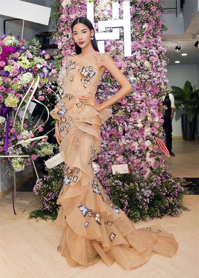 Hoàng Thùy quay ngoắt 180 độ từ thời trang lạc quẻ sang phong cách hoa hậu đằm thắm-10
