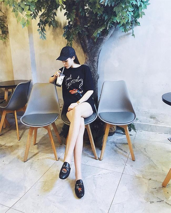Chỉ diện áo phông đơn giản thôi mà Kỳ Duyên cũng đẹp xuất thần trong street style tuần này - Ảnh 1.