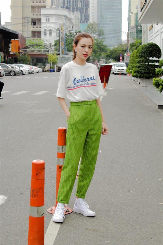Chỉ diện áo phông đơn giản thôi mà Kỳ Duyên cũng đẹp xuất thần trong street style tuần này - Ảnh 10.