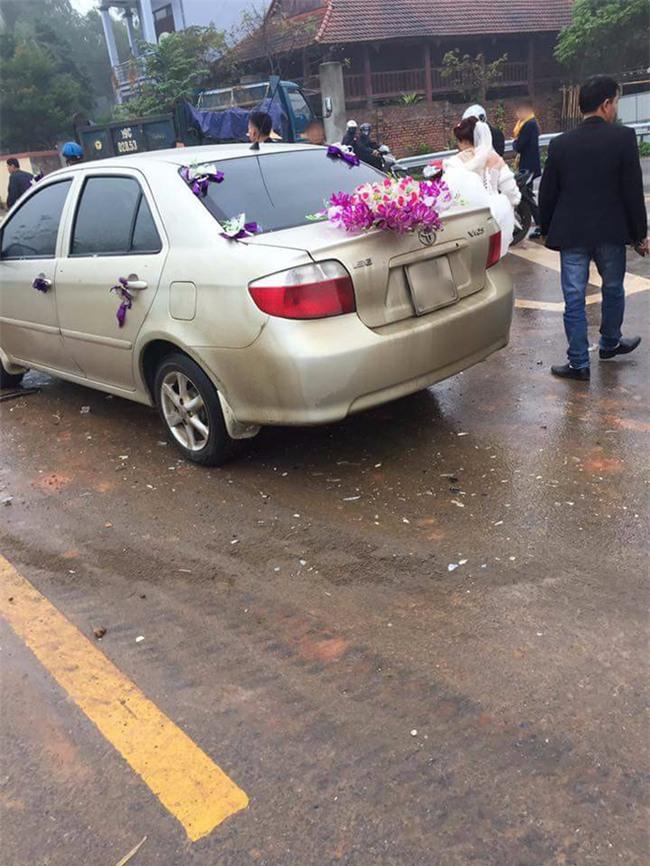 Phú Thọ: Xe cưới gặp tai nạn bẹp dúm đầu khi đang đưa cô dâu về nhà chồng - Ảnh 1.