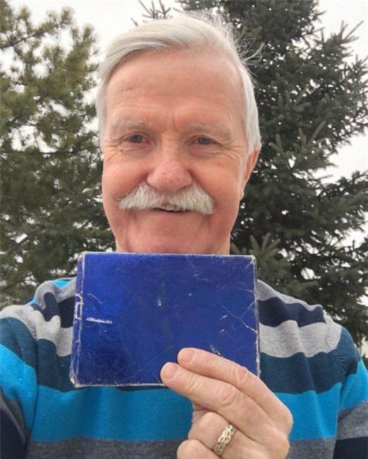 Món quà Giáng sinh của ông lão 47 năm chưa bóc chỉ vì một lý do không thể tin nổi - Ảnh 1.
