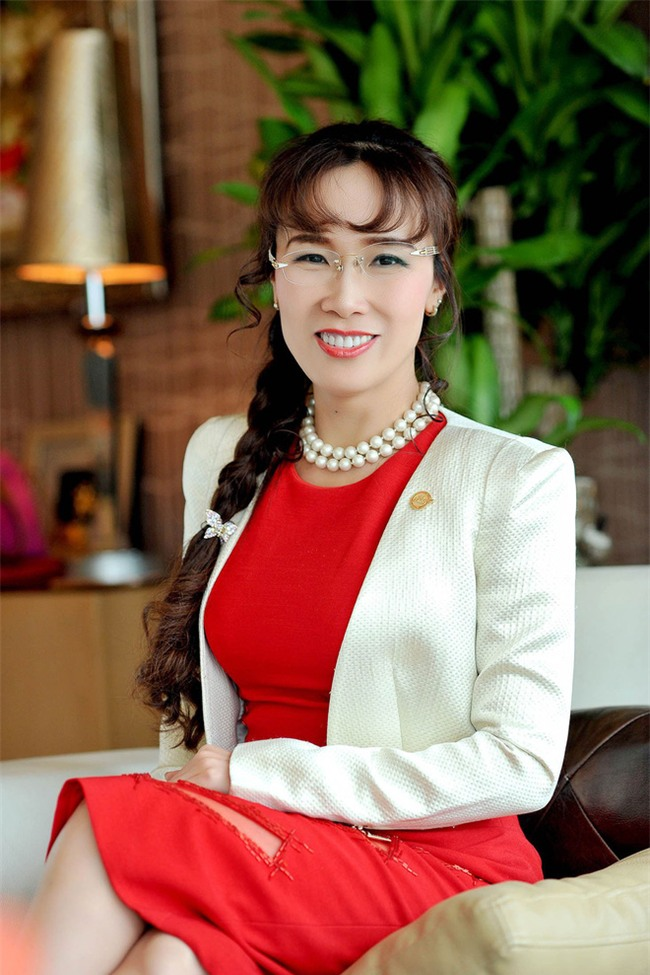 Nữ tỷ phú Việt đầu tiên lọt top 1.000 người giàu có nhất hành tinh: Mặc váy hoa, mang giày cao gót và tay cầm đô la - Ảnh 1.