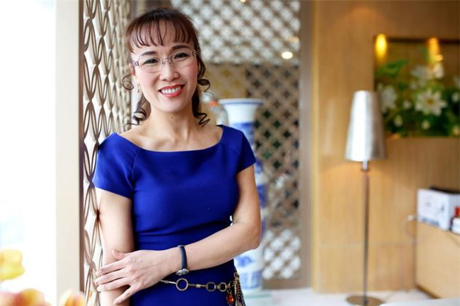 Nữ tỷ phú Việt đầu tiên lọt top 1.000 người giàu có nhất hành tinh: Mặc váy hoa, mang giày cao gót và tay cầm đô la - Ảnh 4.