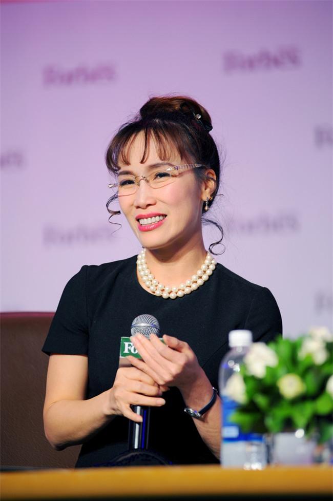 Nữ tỷ phú Việt đầu tiên lọt top 1.000 người giàu có nhất hành tinh: Mặc váy hoa, mang giày cao gót và tay cầm đô la - Ảnh 8.