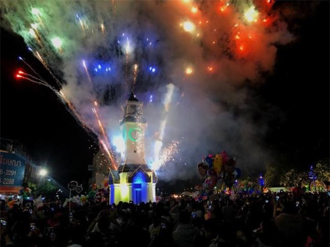 Việt Nam cùng các láng giềng tưng bừng bước vào năm mới 2018 - Ảnh 3.