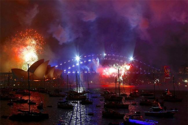 Australia đón năm 2018 bằng tiết mục pháo hoa trứ danh trên cảng Sydney - Ảnh 2.