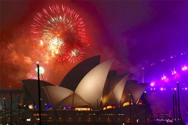 Australia đón năm 2018 bằng tiết mục pháo hoa trứ danh trên cảng Sydney - Ảnh 3.