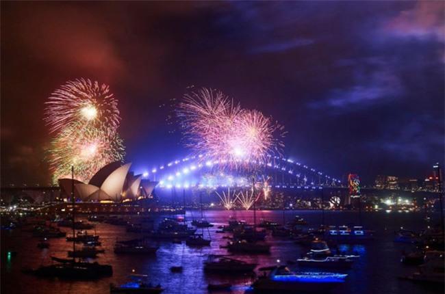 Australia đón năm 2018 bằng tiết mục pháo hoa trứ danh trên cảng Sydney - Ảnh 5.
