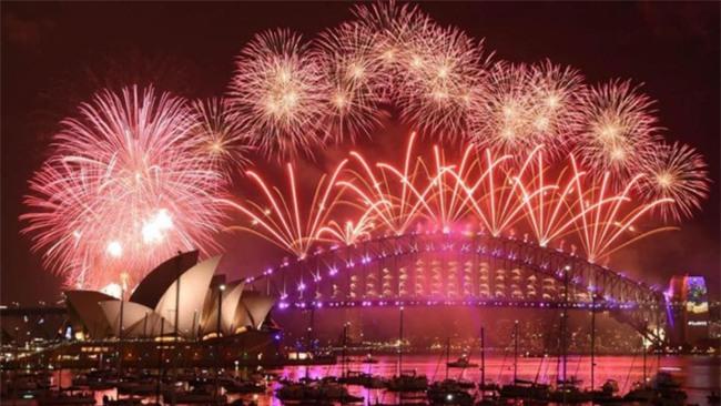 Australia đón năm 2018 bằng tiết mục pháo hoa trứ danh trên cảng Sydney - Ảnh 6.