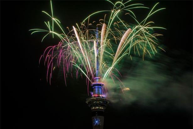 New Zealand chào mừng năm 2018 bằng pháo hoa từ Sky Tower nổi tiếng - Ảnh 2.