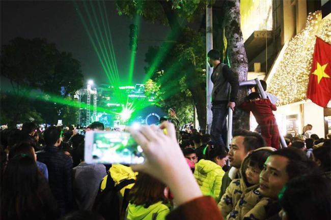 Việt Nam cùng các láng giềng tưng bừng bước vào năm mới 2018 - Ảnh 1.