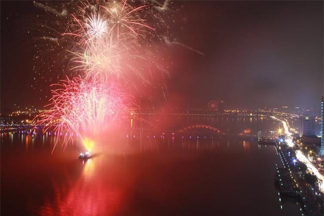 Việt Nam cùng các láng giềng tưng bừng bước vào năm mới 2018 - Ảnh 2.