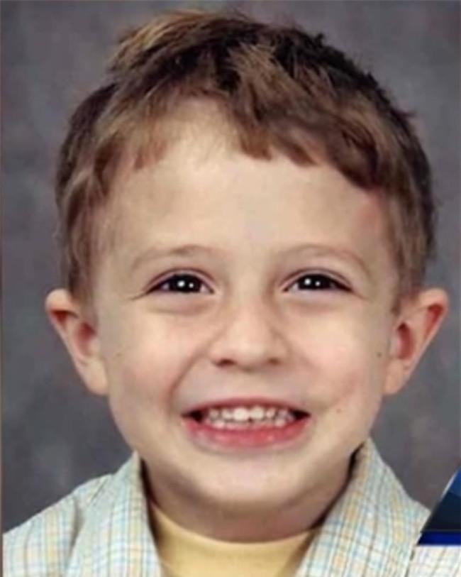 Bị bắt cóc suốt 13 năm, biết được lý do, chàng trai cầu xin tòa án tha cho người bắt cóc mình - Ảnh 1.
