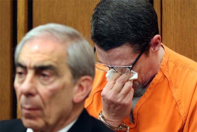 Bị bắt cóc suốt 13 năm, biết được lý do, chàng trai cầu xin tòa án tha cho người bắt cóc mình - Ảnh 5.