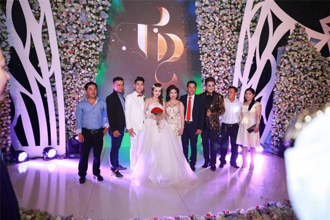 5 đám cưới nức tiếng vì độ xa hoa trong năm 2017: dựng rạp mấy ngàn mét vuông, trang trí 6-7 tỷ đồng - Ảnh 13.