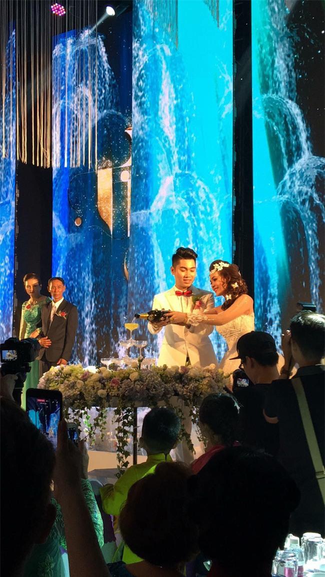 5 đám cưới nức tiếng vì độ xa hoa trong năm 2017: dựng rạp mấy ngàn mét vuông, trang trí 6-7 tỷ đồng - Ảnh 14.
