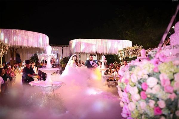 5 đám cưới nức tiếng vì độ xa hoa trong năm 2017: dựng rạp mấy ngàn mét vuông, trang trí 6-7 tỷ đồng - Ảnh 21.