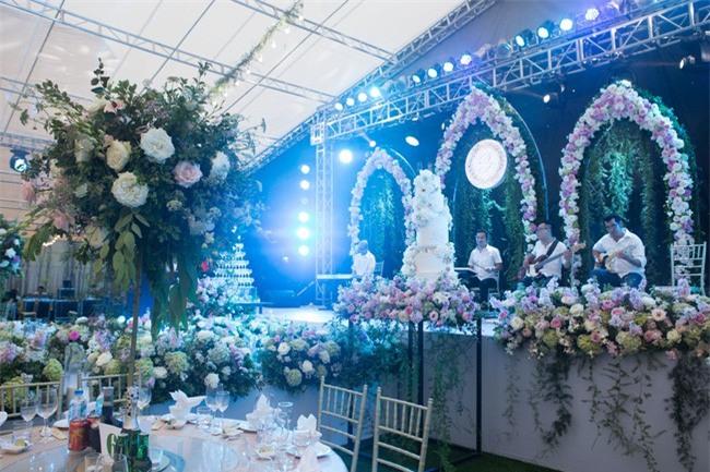 5 đám cưới nức tiếng vì độ xa hoa trong năm 2017: dựng rạp mấy ngàn mét vuông, trang trí 6-7 tỷ đồng - Ảnh 4.
