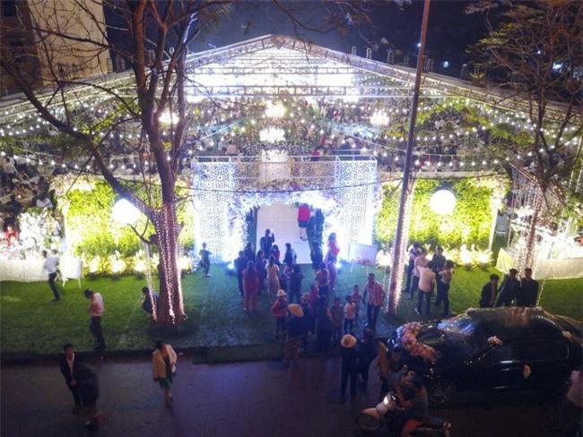 5 đám cưới nức tiếng vì độ xa hoa trong năm 2017: dựng rạp mấy ngàn mét vuông, trang trí 6-7 tỷ đồng - Ảnh 5.