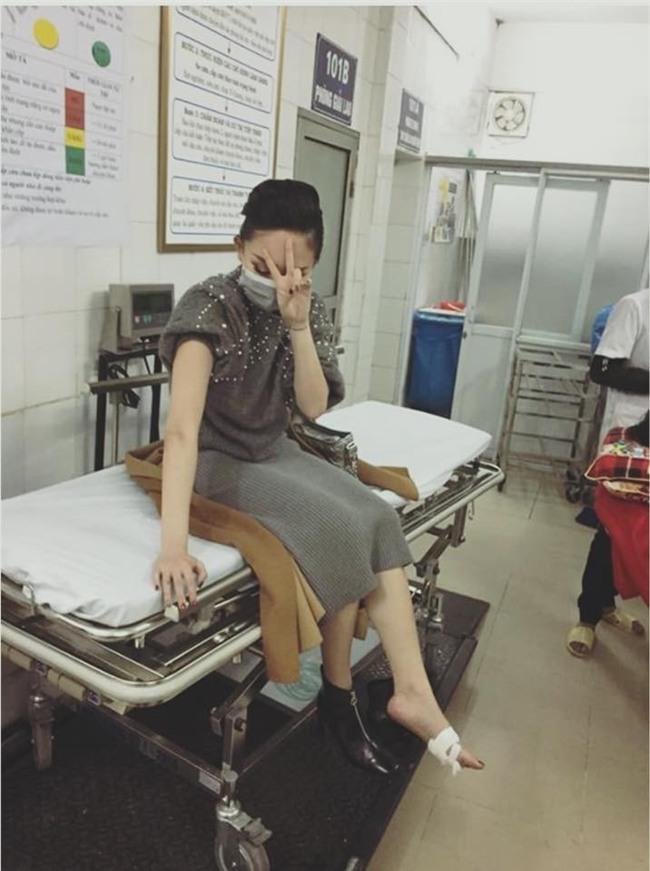 Tóc Tiên dẫm phải gim, đón năm mới trong bệnh viện và hành động đầy bất ngờ của Tuấn Hưng - Ảnh 3.