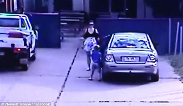 Chỉ khuất mắt khoảng 30 giây, người mẹ suýt nữa đã bị gã đàn ông bắt cóc mất con gái - Ảnh 1.