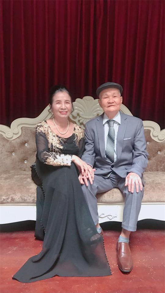 Ông bà anh 50 năm vẫn nắm tay tình tứ khiến cộng đồng mạng xuýt xoa ngưỡng mộ - Ảnh 4.