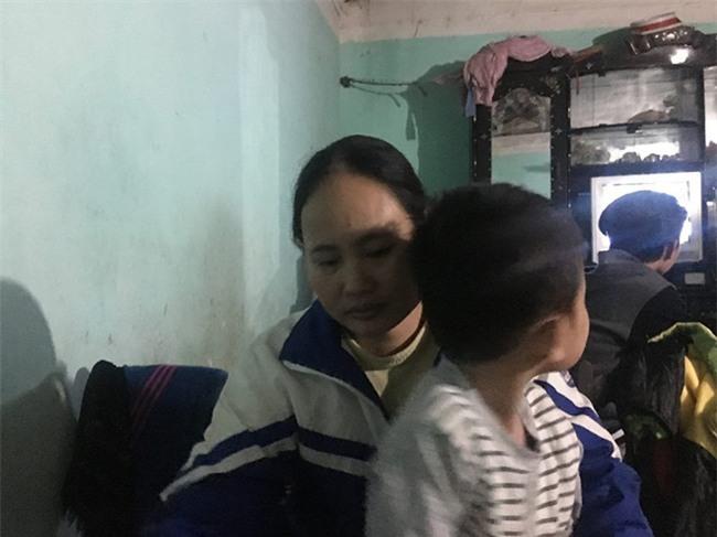 Người mẹ trong vụ bé gái khóc thét khi mẹ quay về đón sau 6 năm: Tôi đòi lại con vì chồng giao bé cho hàng xóm nuôi - Ảnh 1.