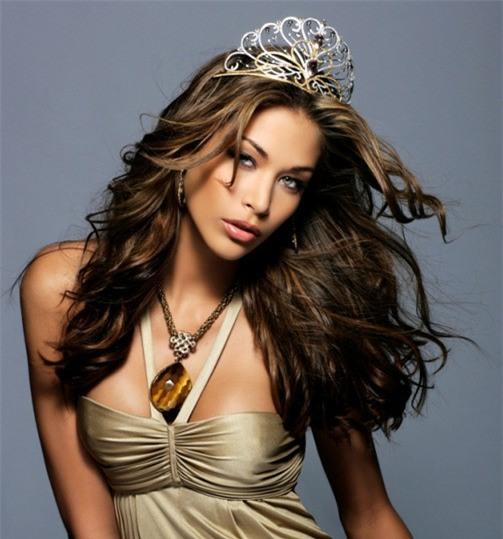 Sau sự cố vạ miện, Hoàng My không có tên trong dàn giám khảo Chung kết Hoa hậu Hoàn vũ Việt Nam - Ảnh 2.