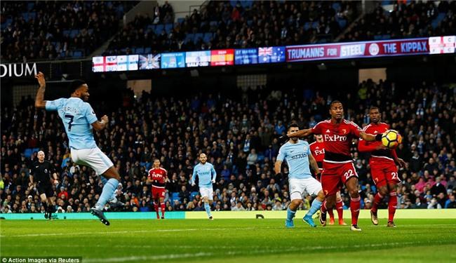 Sterling ghi bàn sau 39 giây, Man City lại hơn Man Utd 15 điểm - Ảnh 4.
