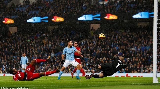 Sterling ghi bàn sau 39 giây, Man City lại hơn Man Utd 15 điểm - Ảnh 6.