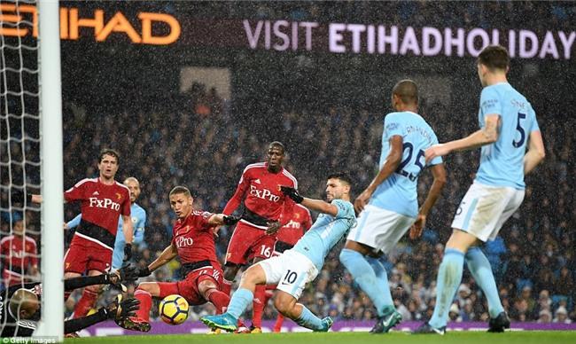 Sterling ghi bàn sau 39 giây, Man City lại hơn Man Utd 15 điểm - Ảnh 10.