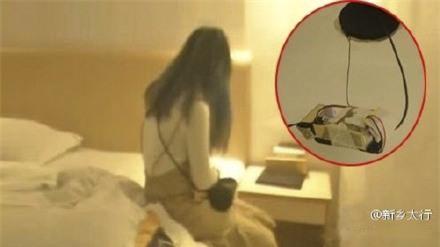 Vào nhà nghỉ qua đêm, cặp tình nhân không thể ngờ lại tìm thấy máy quay lén trên trần nhà - Ảnh 2.