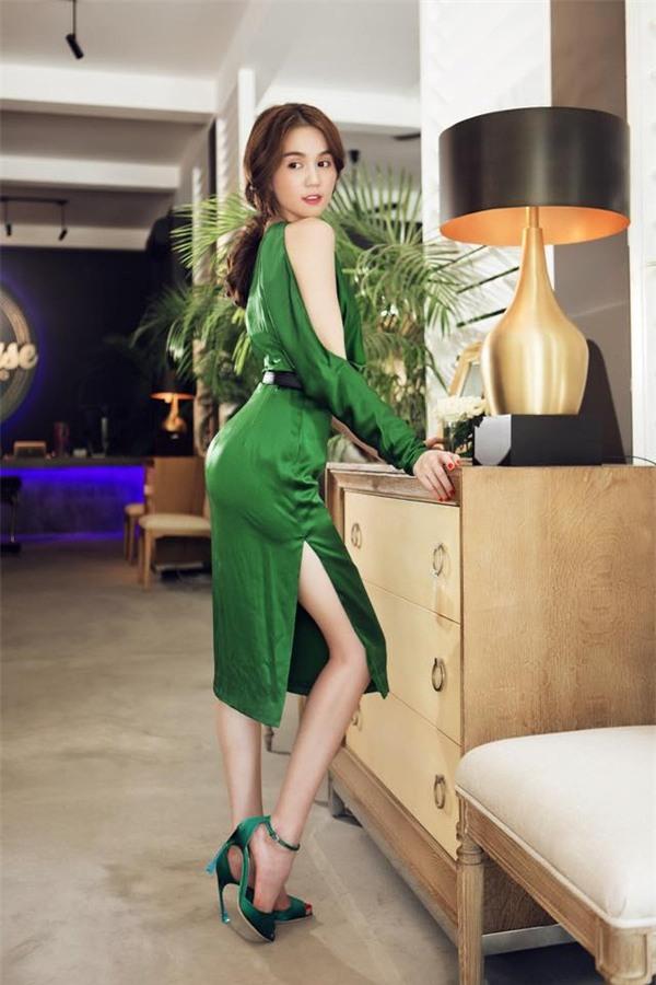 Khoe ngực đẹp đã xưa lắm rồi, giờ mỹ nhân Việt chỉ thích khoe vòng 3 khủng mà thôi!-12