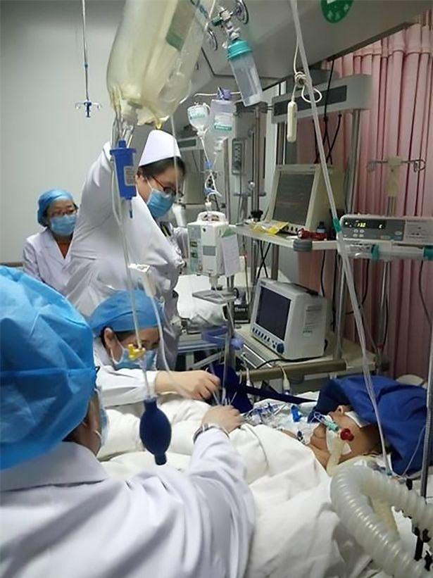 Làm việc căng thẳng suốt 18 giờ không nghỉ, nữ bác sĩ qua đời, gục ngã ngay bên giường bệnh nhân - Ảnh 2.