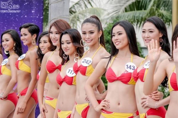 Thí sinh Hoa hậu Hoàn vũ khoe đường cong rực lửa với bikini gợi cảm-14