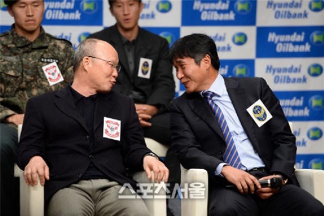 HLV Han Quoc bat bai Park Hang Seo, tu tin khoe chien thuat dau U23 Viet Nam hinh anh 1