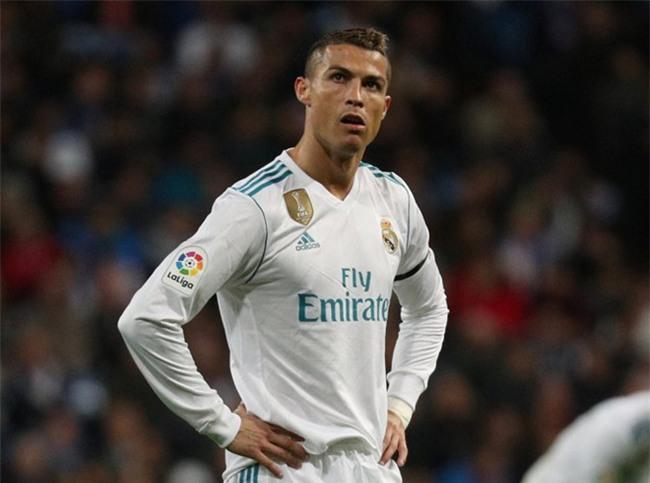 Real lai day song vi Ronaldo hinh anh 1