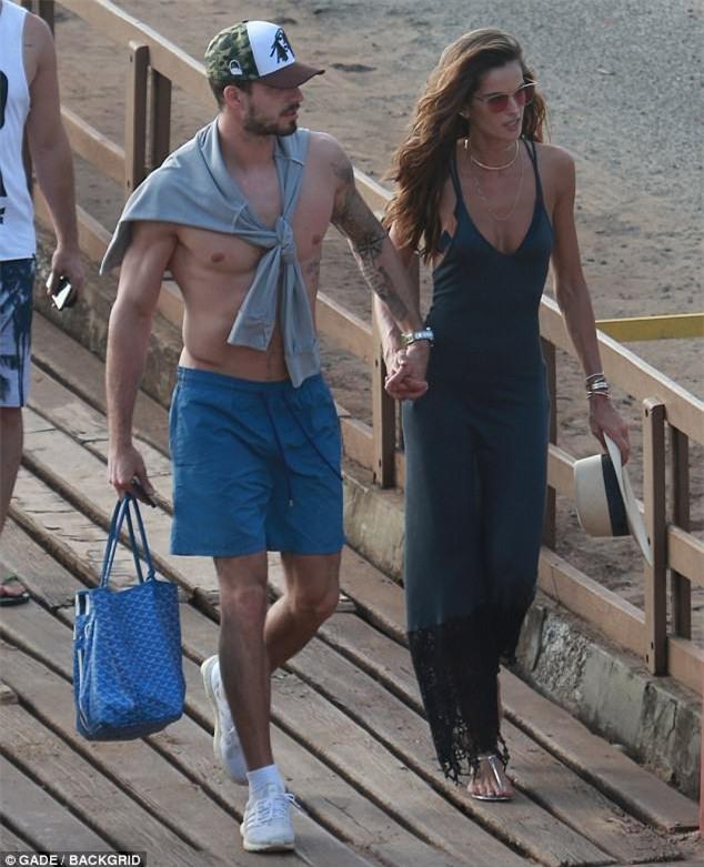 Ảnh hot: Cặp Neymar lướt du thuyền cùng cặp siêu mẫu Victorias Secret - Ảnh 3.