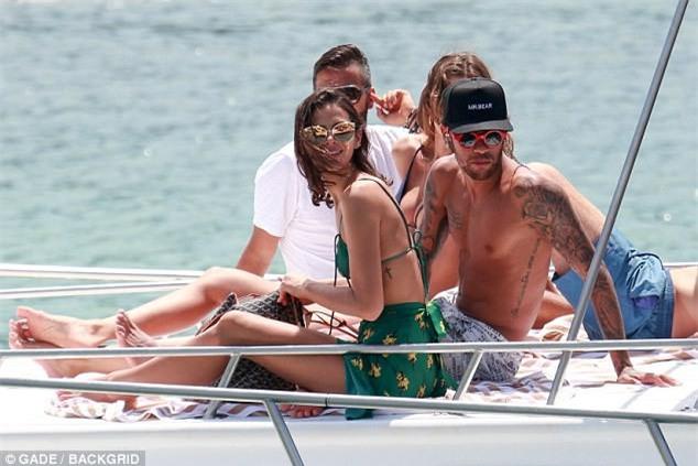 Ảnh hot: Cặp Neymar lướt du thuyền cùng cặp siêu mẫu Victorias Secret - Ảnh 6.