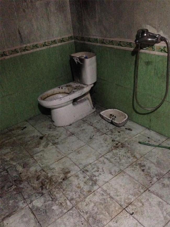 Clip: Bật bình nóng lạnh chuẩn bị cho con tắm, bố hoảng hồn thấy bình phát nổ khiến cháy đen cả phòng - Ảnh 2.