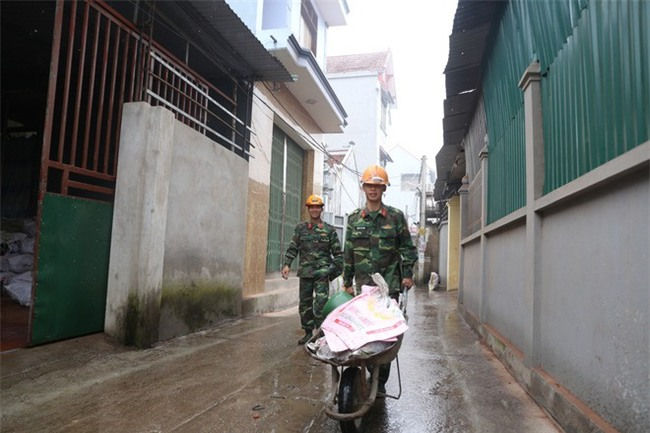 Vụ nổ ở Bắc Ninh: Sáng nay, công binh đã thu gom hơn 1 tấn đạn - Ảnh 3.