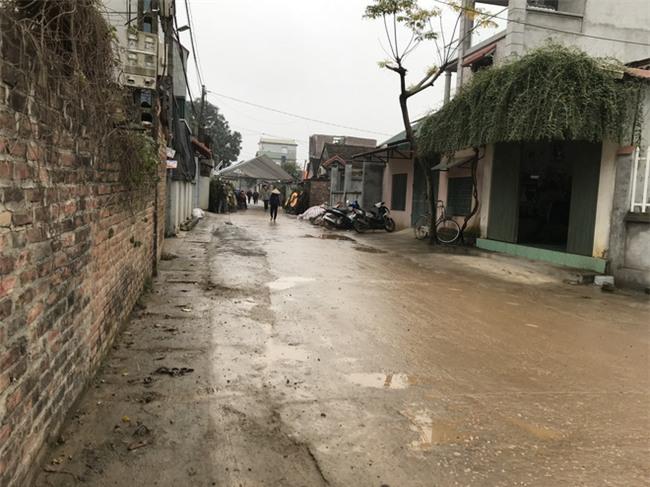 Người thân, láng giềng đau buồn đến viếng Chủ tịch huyện Quốc Oai