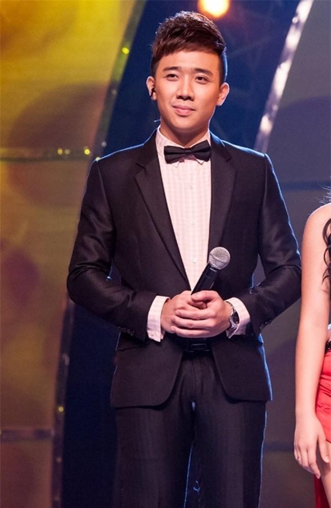 Những lần toát mồ hôi vì rách áo, bục quần trên sân khấu của sao Việt-8