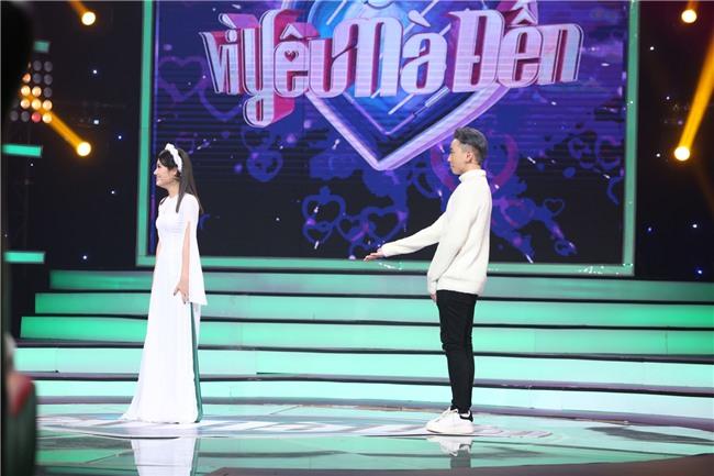 Vì yêu mà đến: Happy ending thứ 3 xuất hiện, Karik nắm tay cô sinh viên xinh đẹp rời khỏi chương trình-4
